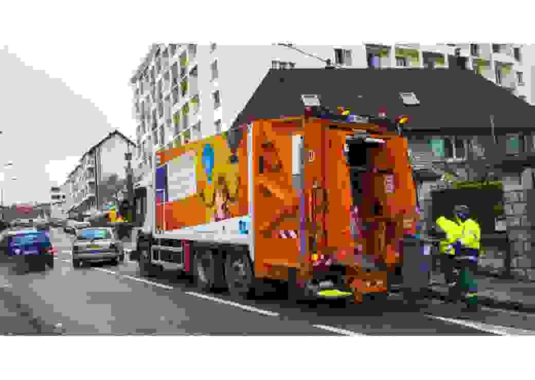 Camion-benne lecteur de puces connectés pour réduire les déchets