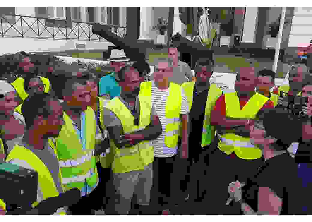 Réunion Gilets jaunes de La Réunion avec Annick Girardin, le 30 novembre