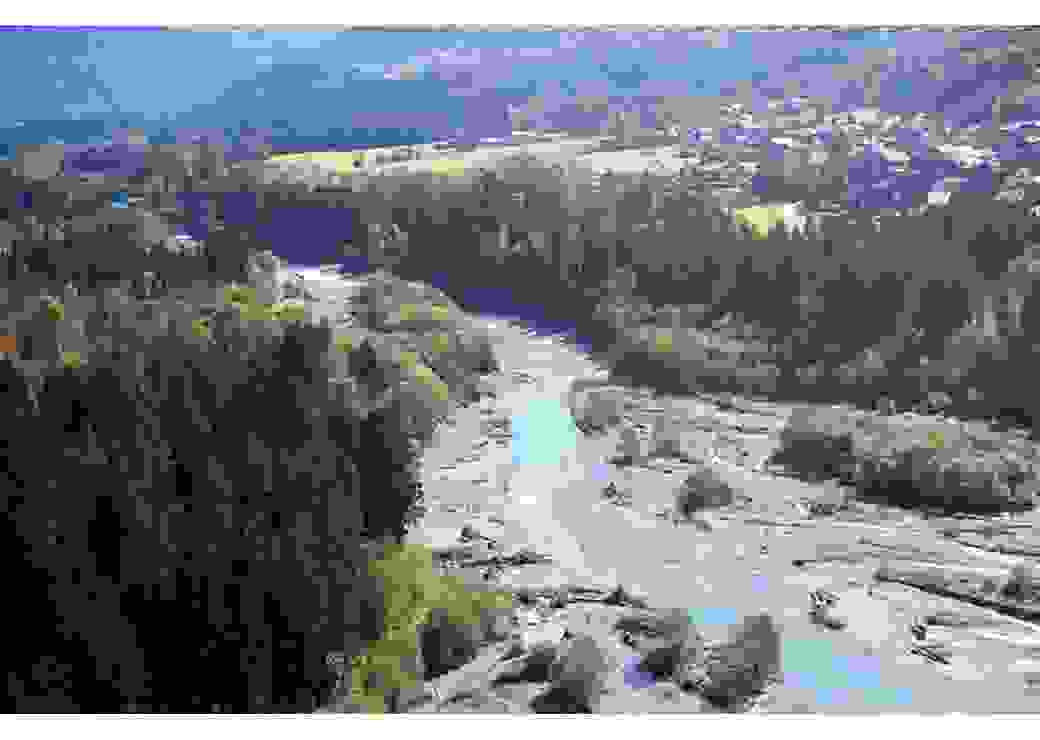 Vue aérienne de la rivère Arve et la vallée ou elle descend