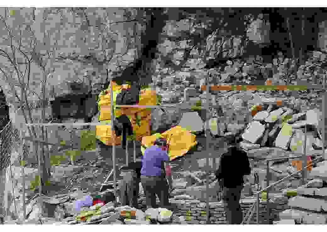 Chantier d'insertion de construction en pierre sèche
