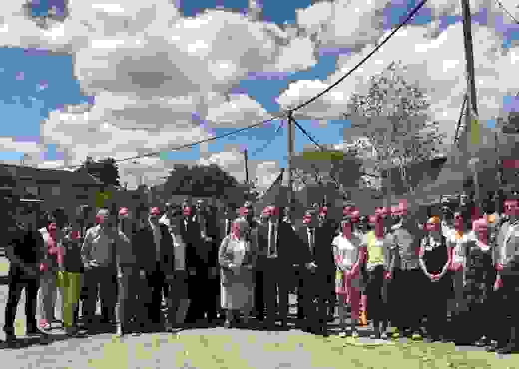 Photo de famille avec les ministres avant de lancer la Réunion du collectif national des Tiers-Lieux à la Cité Fertile.