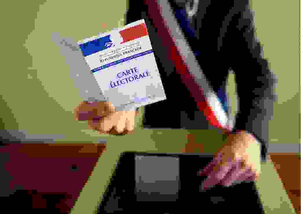 Vote urne écharpe tricolore carte électorale