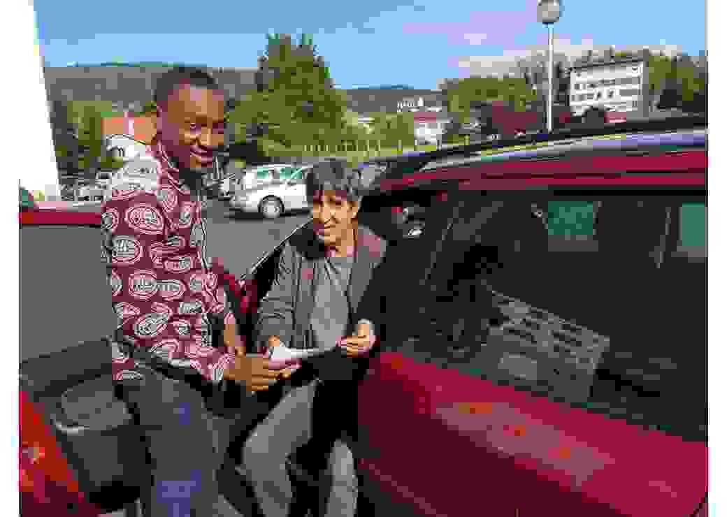 Un jeune et son chauffeur