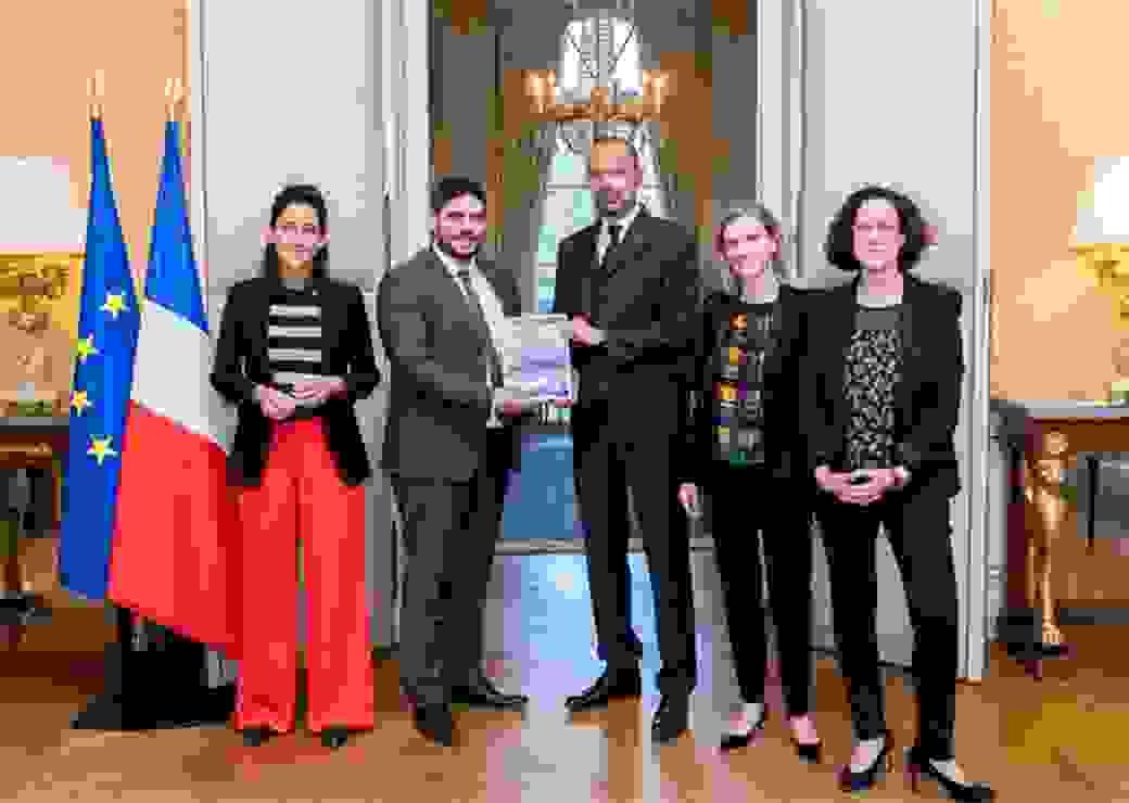 Le Premier ministre Édouard Philippe retient cinq chantiers de Guillaume Kasbarian, député d'Eure-et-Loir, pour accélérer les installations industrielles