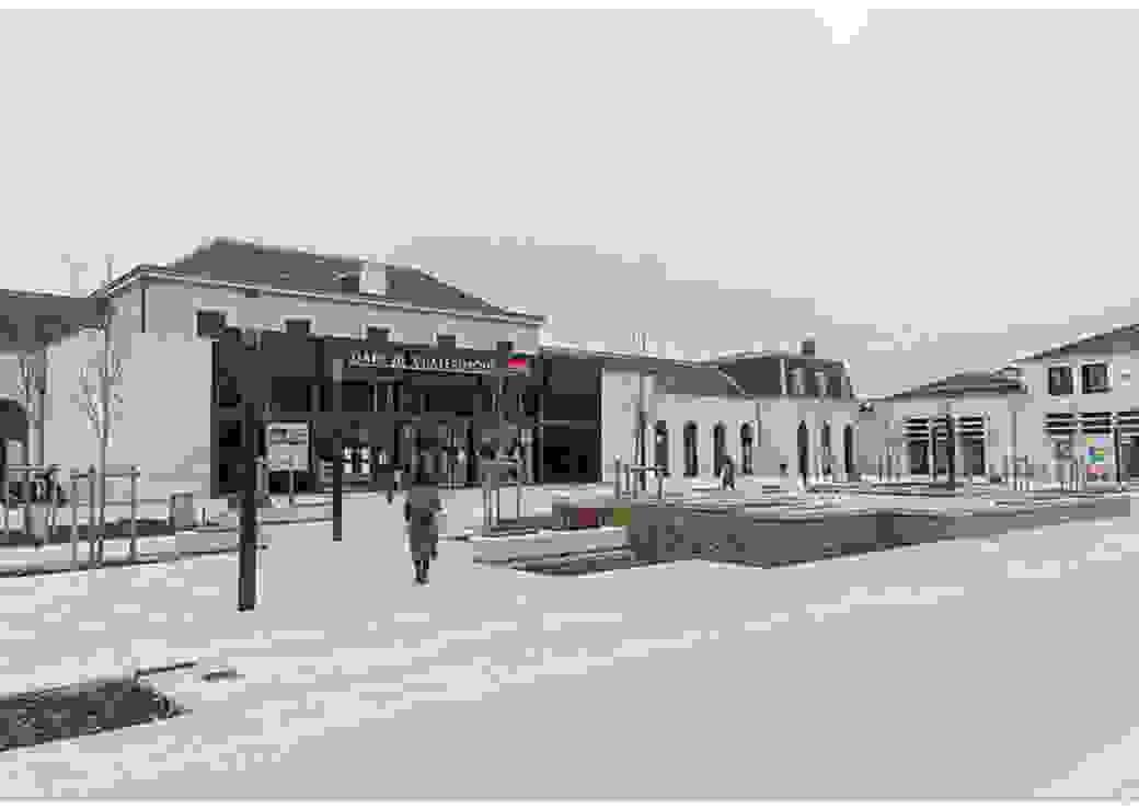 Vue générale du parvis et de la gare de Châteauroux