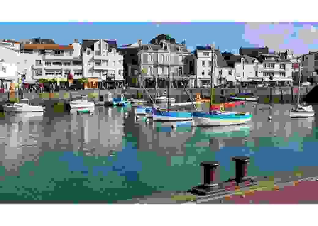 Vue du port de Port-Nichet