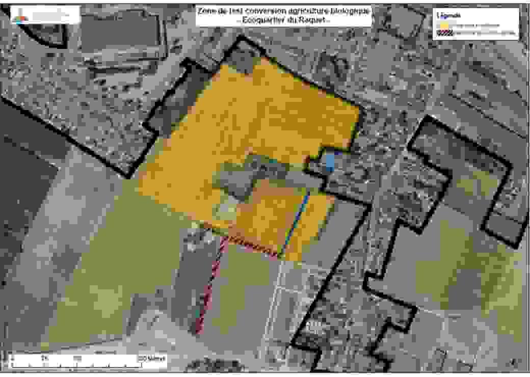 Vue aérienne de parcelles agricoles insérées en tissu semi-urbain