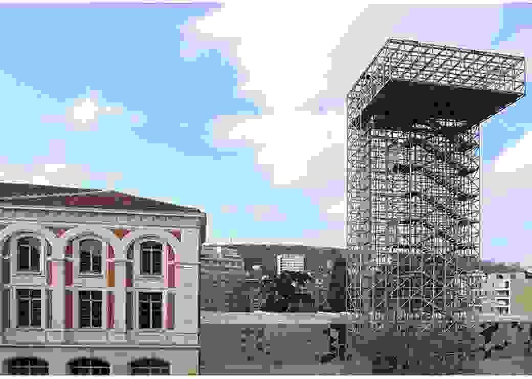 Plan large avec sur la droite un bâtiment industriel du 19ème siècle et à gauche une construction métallique contemporaine