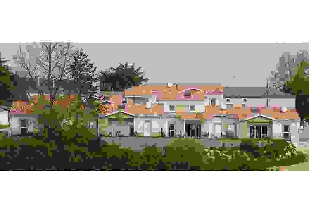 Photo plan large d'un ensemble de petites maison aux toits de tuiles roses