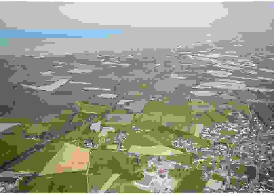 Vue aérienne d'un paysage rural bordé par la mer