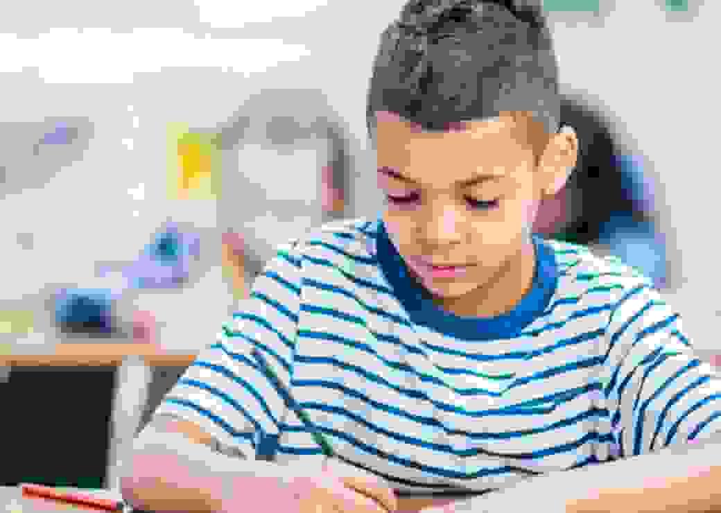EdTech_enfant_qui_fait_ses_devoirs