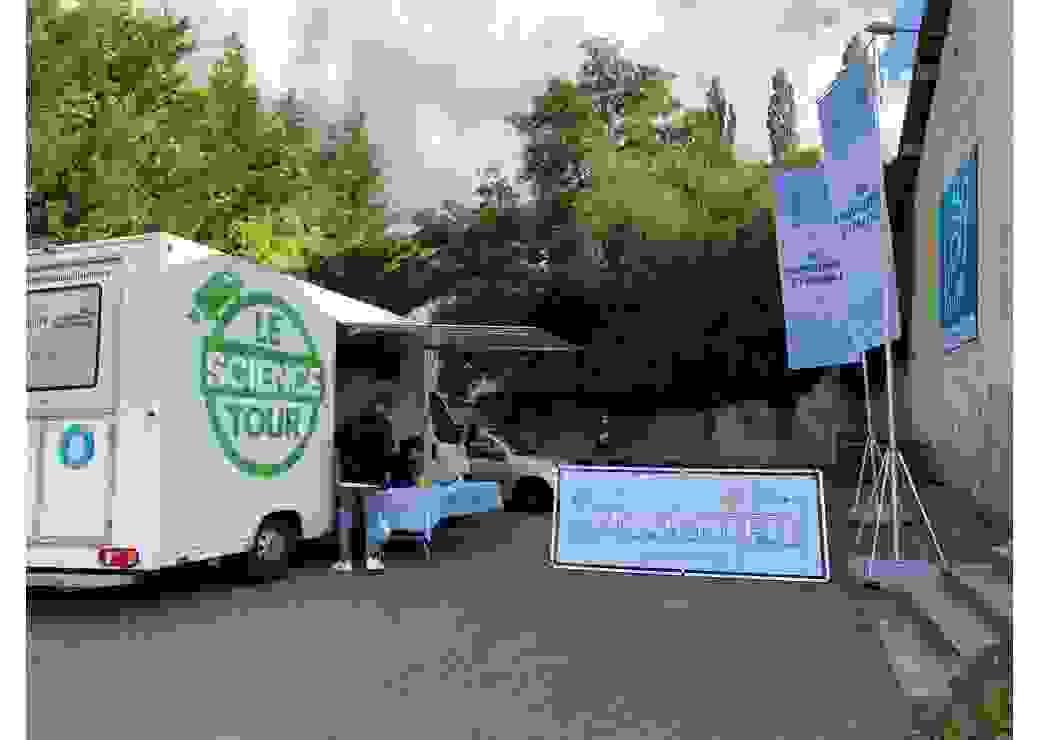Les camions labos du Science Tour présents à Maxéville
