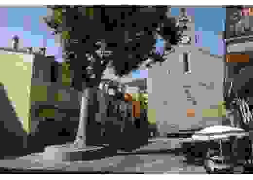 Laroque des Albères place du village